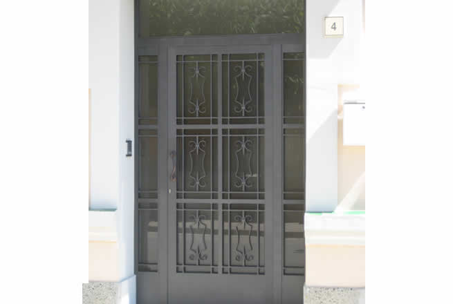 Puertas de metal para casas puertas de hierro para for Precio de puertas para casa