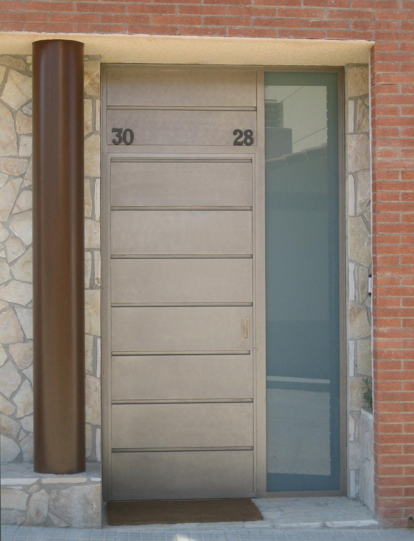 Entrada de vivienda for Puerta entrada vivienda